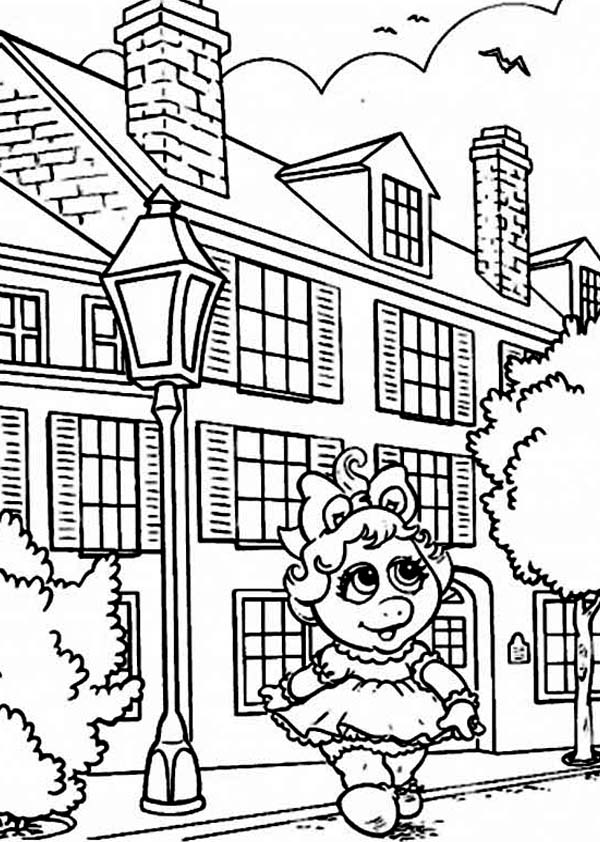 City, : Miss Piggy is Walking at the City Coloring Page
